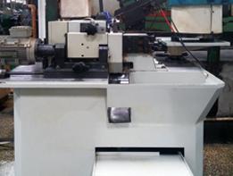 Slot cutting machine